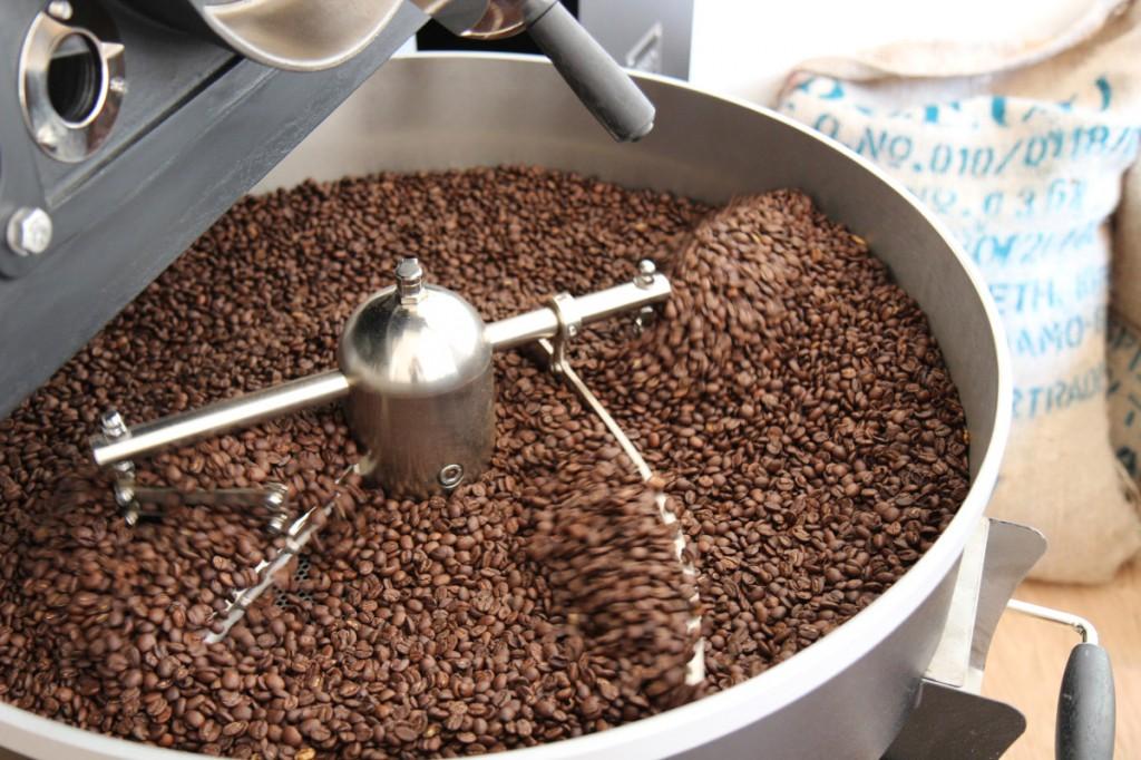 Gerösteter Kaffee beim Abkühlen